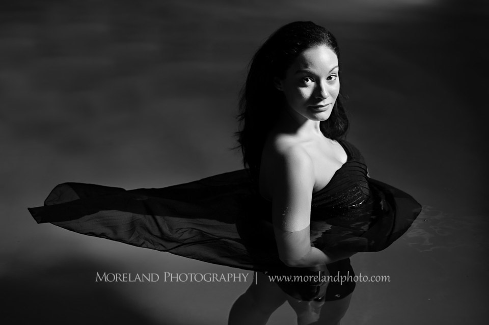 underwater photography, underwater maternity, using a reflector